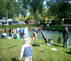 Pêche dans l'étang du camping